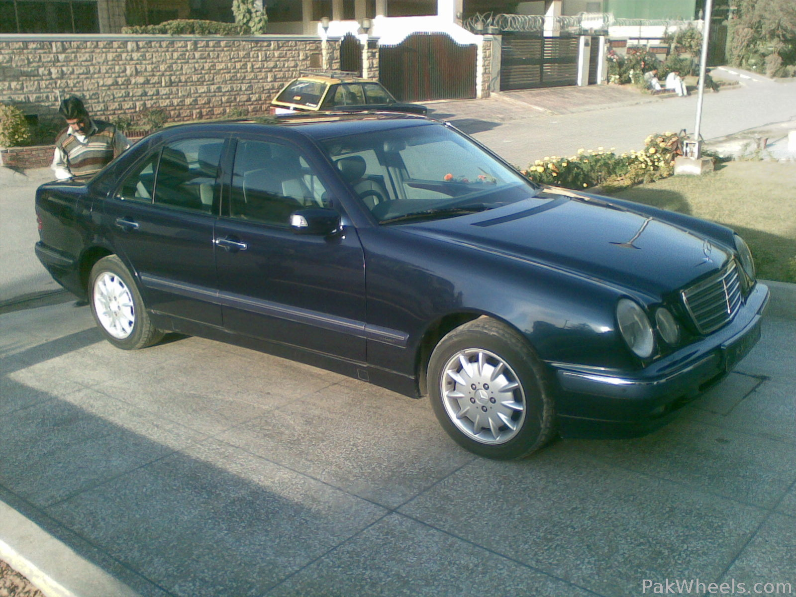Mercedes benz e class 2000 of khanandilari member ride for 2000 mercedes benz e class e320