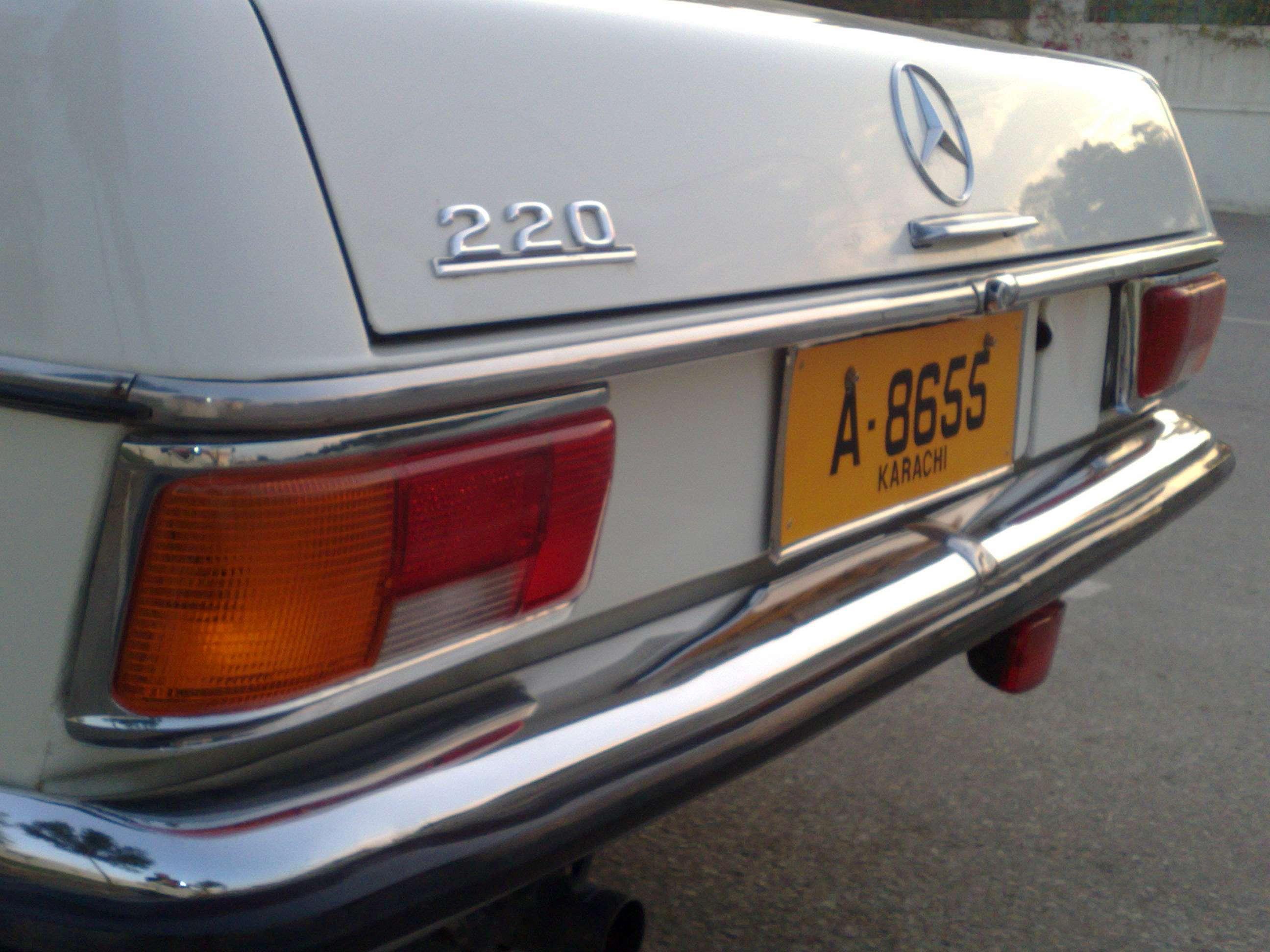 Mercedes Benz E Class - 1972 Mercedes-Benz 220 W115 (YCCC) Image-1