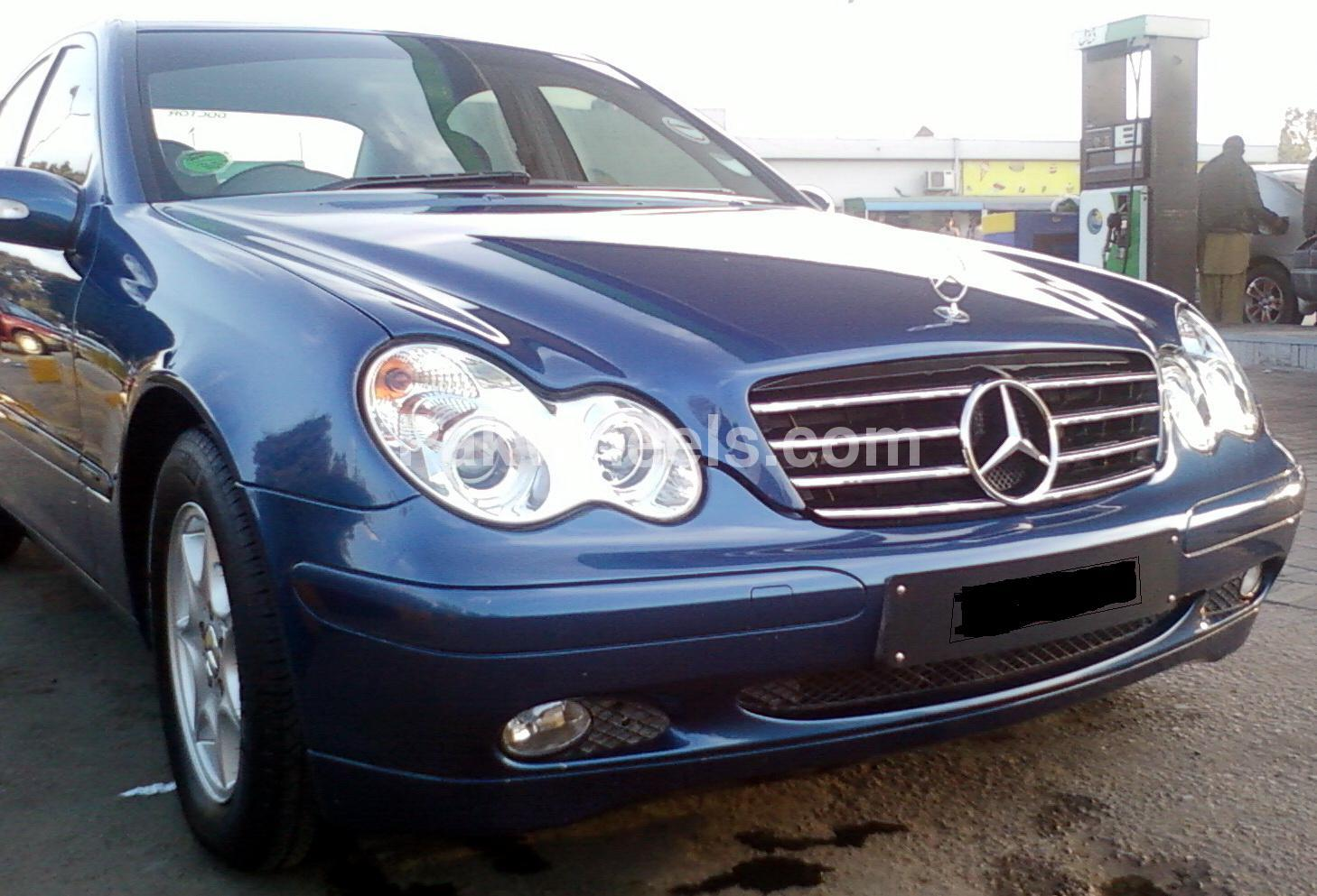 Mercedes benz c class c180 kompressor 2004 for sale in for C180 mercedes benz