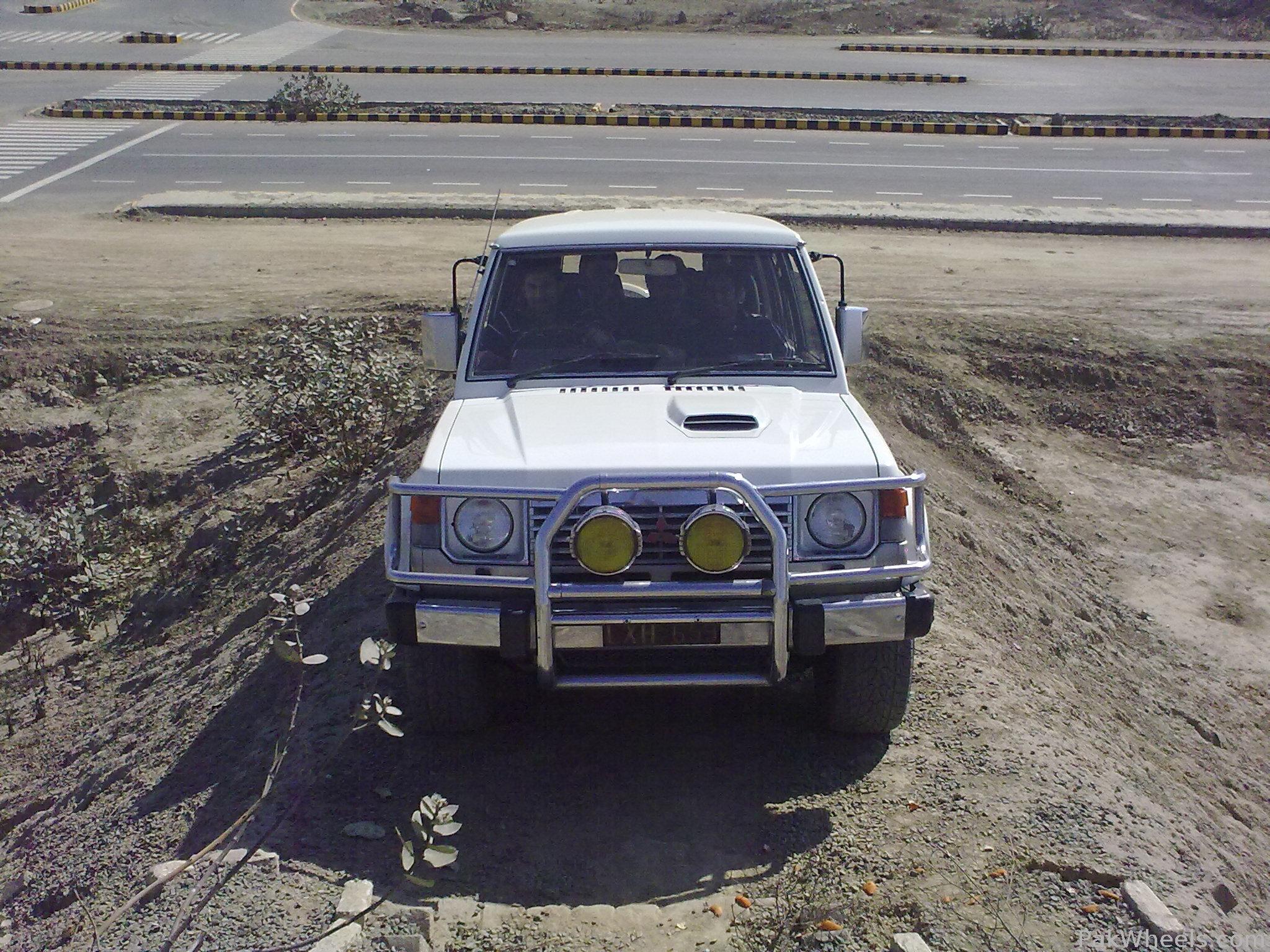 Mitsubishi Pajero - 1990 Ali  Image-1