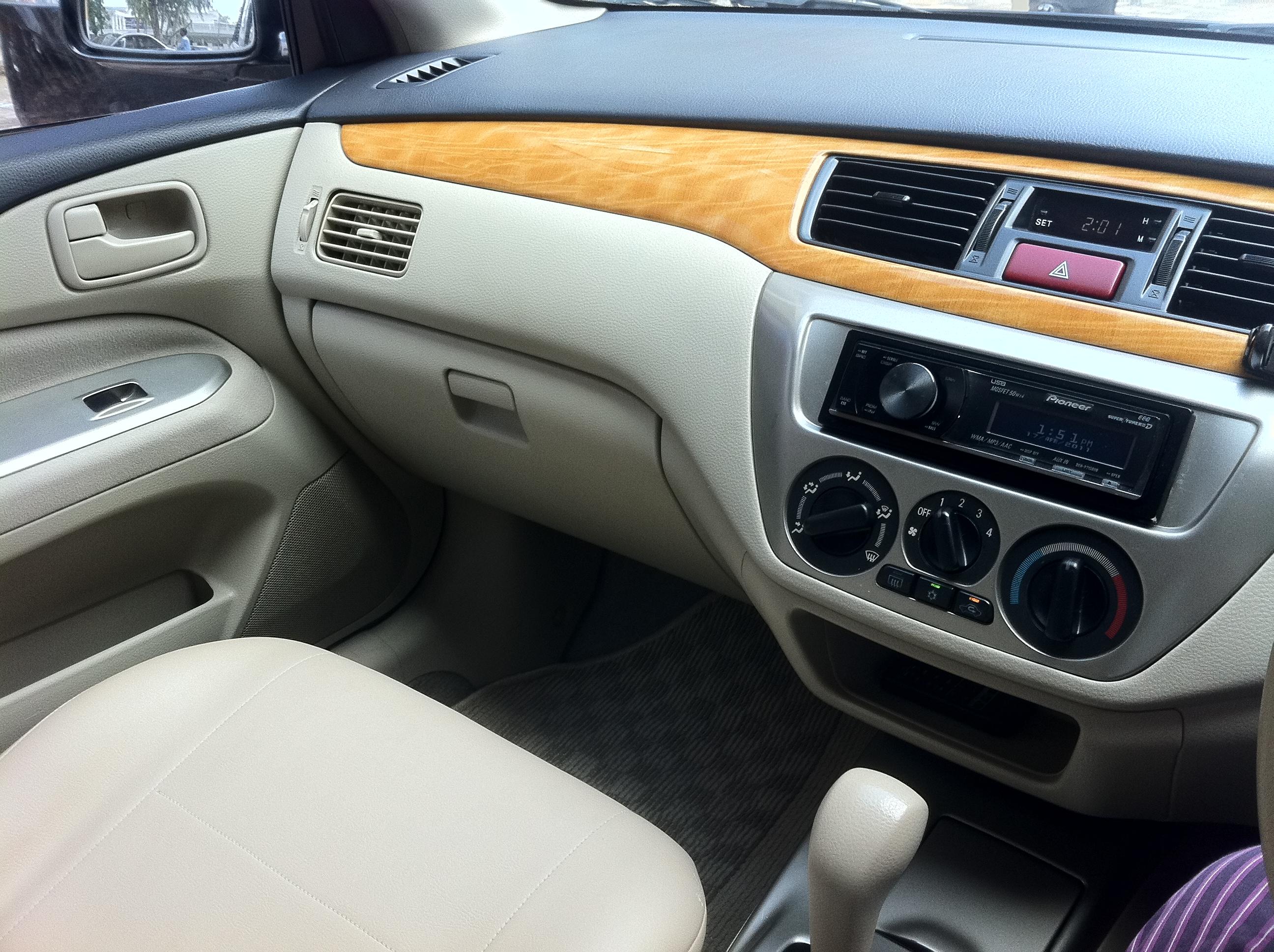 Mitsubishi Lancer - 2005 Lancer Image-2