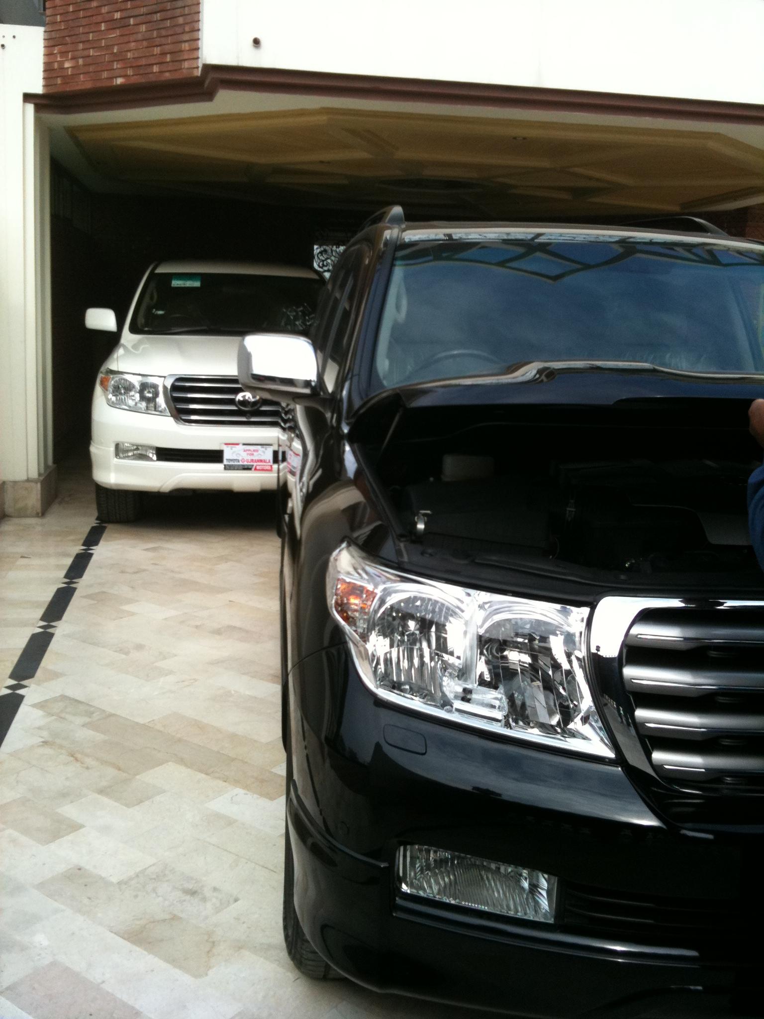 Toyota Land Cruiser - 2010 BL@CK B3@ST ND WH!T3 B3@UTY Image-1