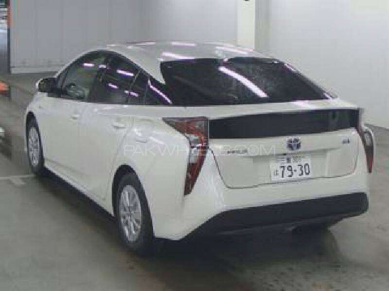 Toyota Prius 2015 Image-5
