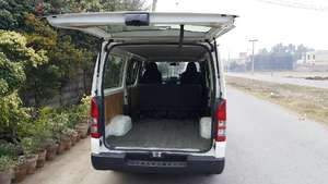 Slide_toyota-hiace-commuter-std-roof-15-seater-2012-10158230