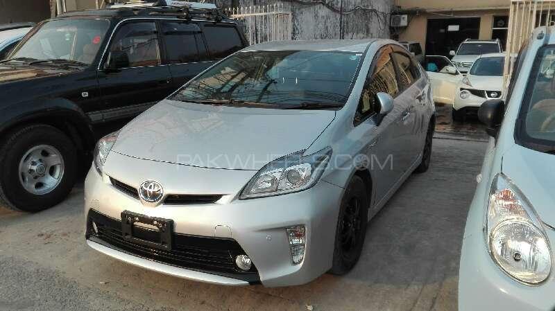 Toyota Prius G Touring Selection 1.8 2014 Image-2