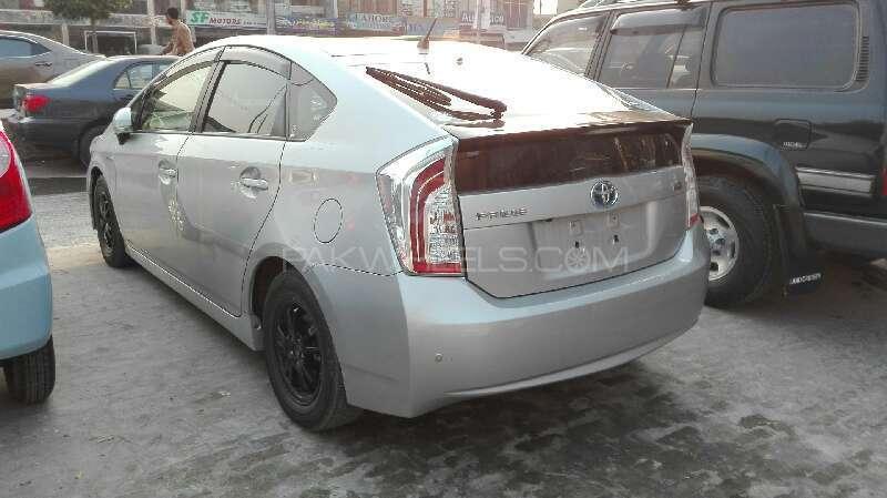 Toyota Prius G Touring Selection 1.8 2014 Image-3