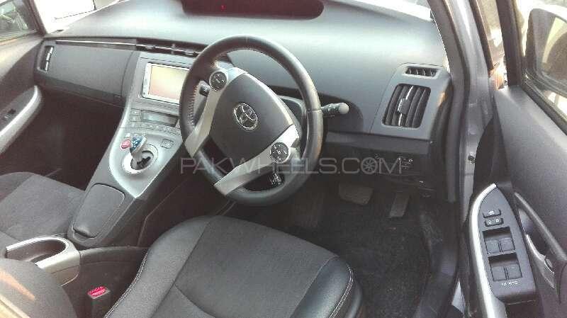 Toyota Prius G Touring Selection 1.8 2014 Image-4
