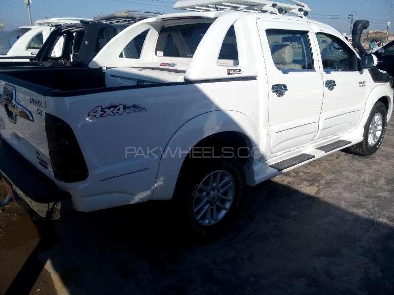 Toyota Hilux D-4D Automatic 2012 Image-3