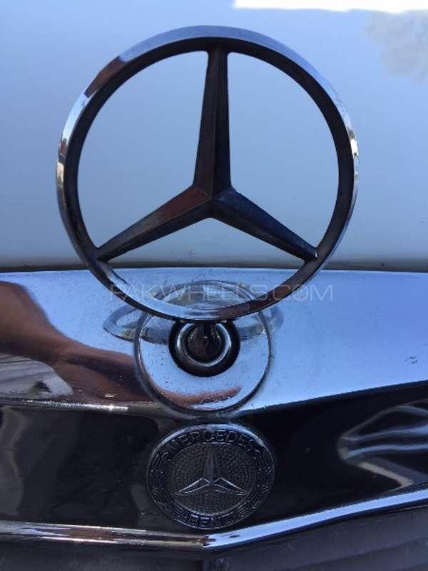 Mercedes Benz 250 D 1977 Image-2