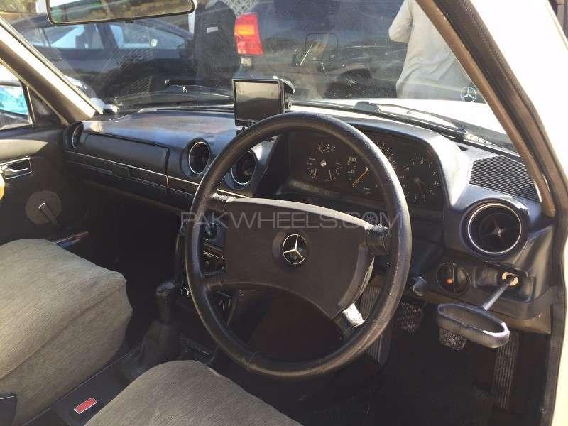 Mercedes Benz 250 D 1977 Image-7