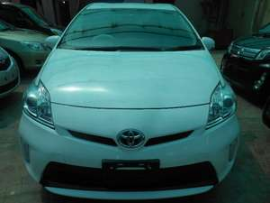 Toyota Prius S 1.8 2012 for Sale in Lahore