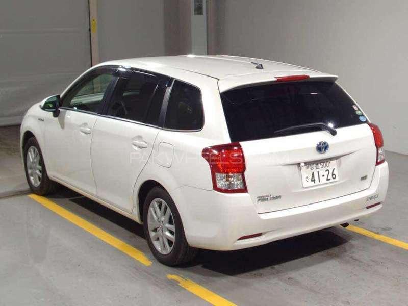 Toyota Corolla Fielder Hybrid 2013 Image-3