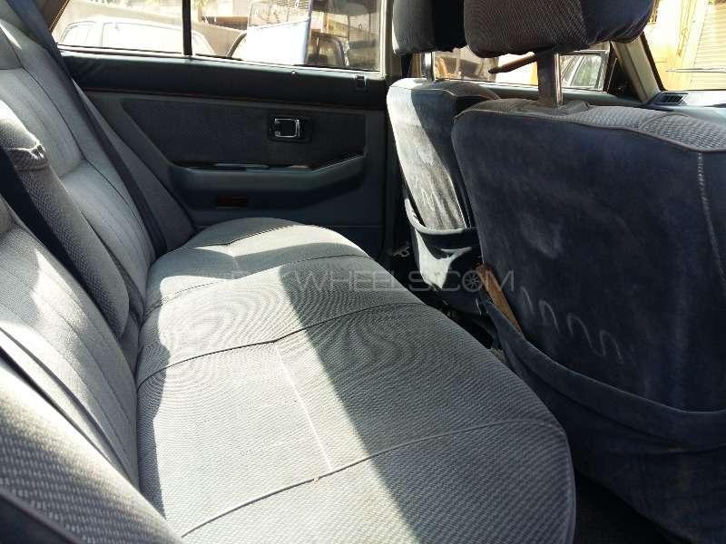 Honda Accord 1985 Image-9