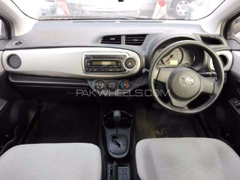 Toyota Vitz 2012 Image-4