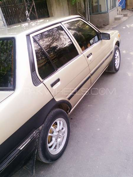 Toyota Corolla SE Saloon 1986 Image-3