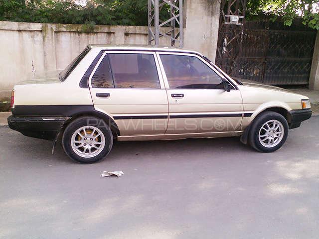 Toyota Corolla SE Saloon 1986 Image-9