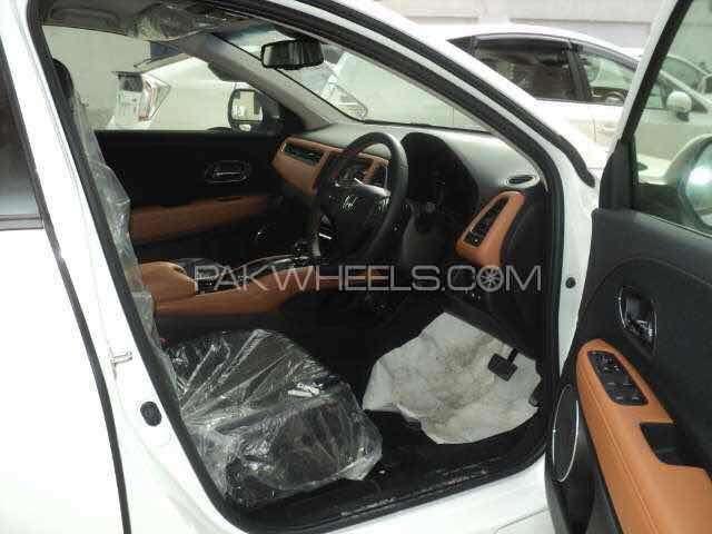 Honda Vezel Hybrid Z 2016 Image-3