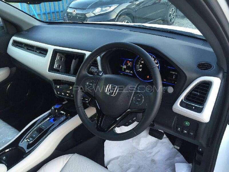 Honda Vezel Hybrid Z 2016 Image-6