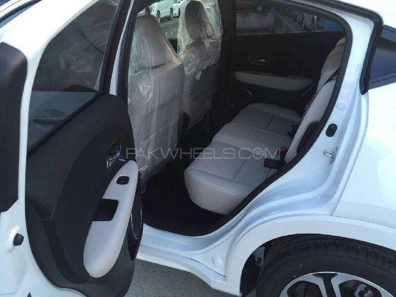 Honda Vezel Hybrid Z 2016 Image-12