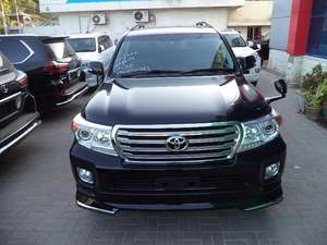 Slide_toyota-land-cruiser-zx-60th-black-leather-selection-2012-10945057