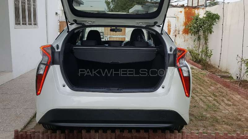 Toyota Prius S LED Edition 1.8 2015 Image-14