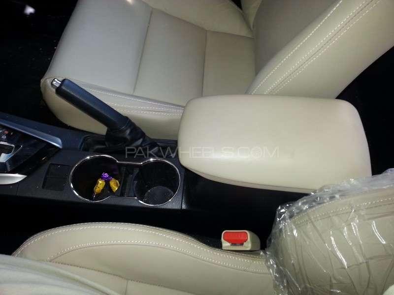 Toyota Corolla Altis Grande CVT-i 1.8 2014 Image-12