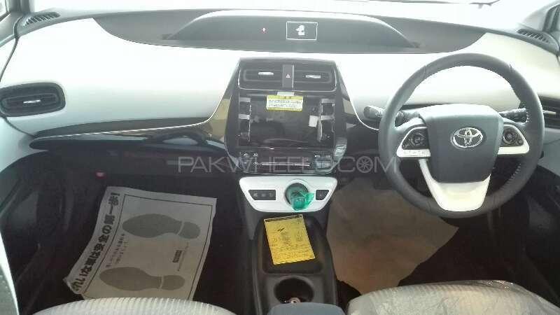 Toyota Prius 2015 Image-2