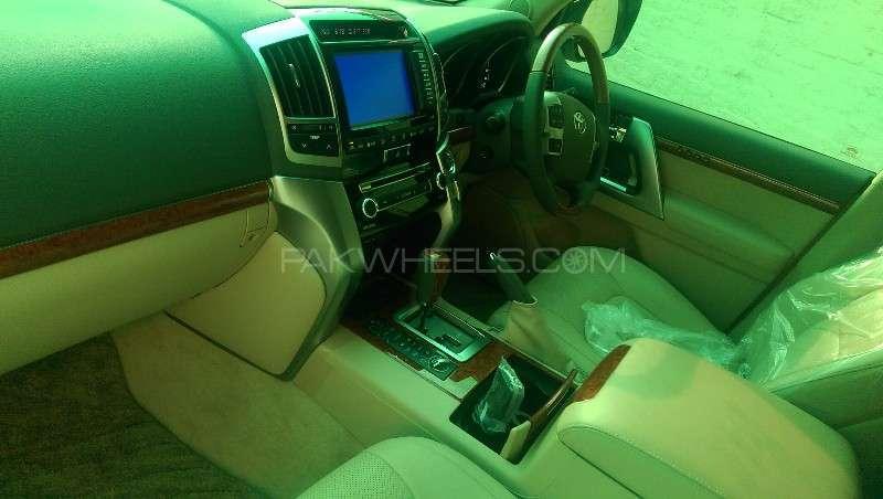 Toyota Land Cruiser ZX 2013 Image-17