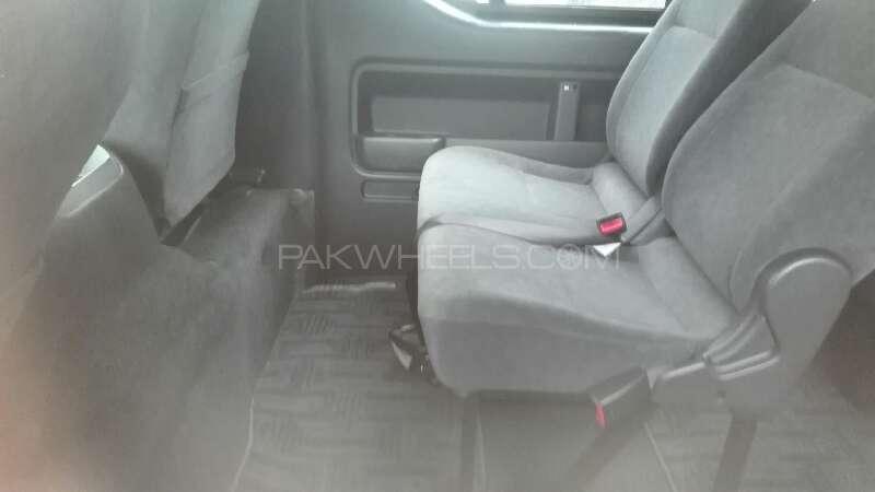 Toyota Hiace 2011 Image-5