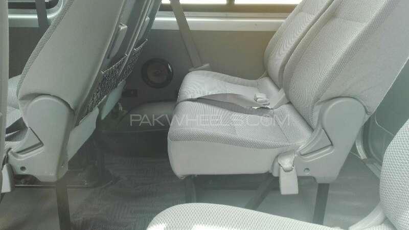 Toyota Hiace 2013 Image-4