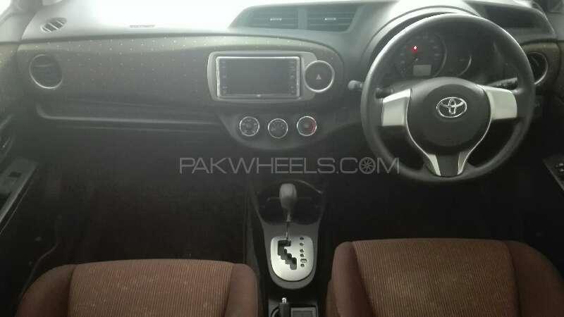 Toyota Vitz Jewela 1.0 2013 Image-2