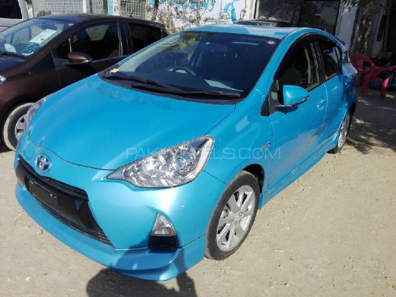 Toyota Aqua G 2013 Image-2