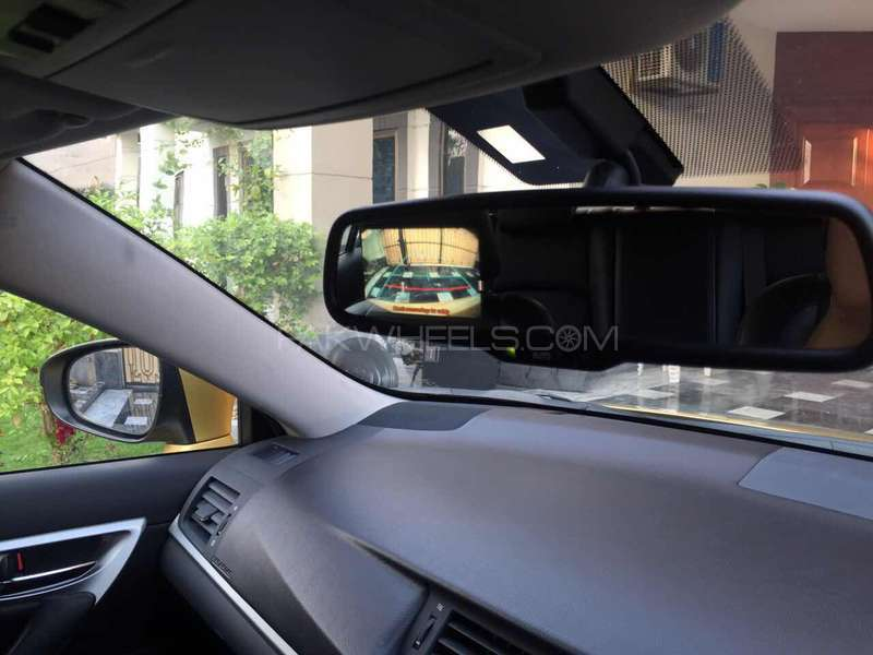 Lexus CT200h F Sport 2011 Image-5