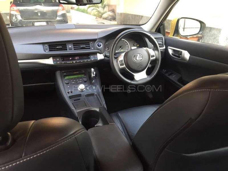 Lexus CT200h F Sport 2011 Image-14