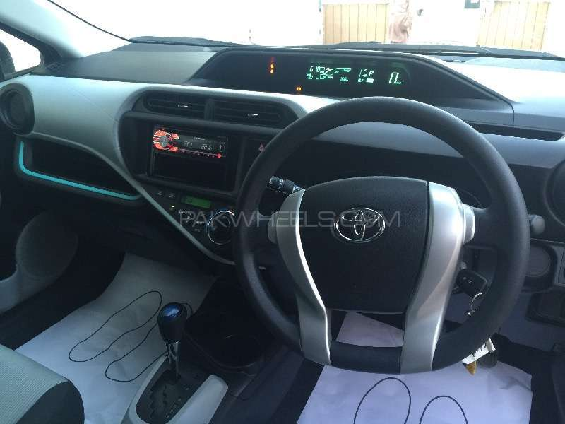 Toyota Aqua S 2013 Image-8