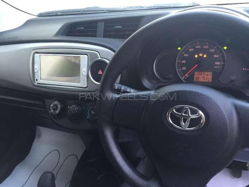 Toyota Vitz F Intelligent Package 1.0 2013 Image-10