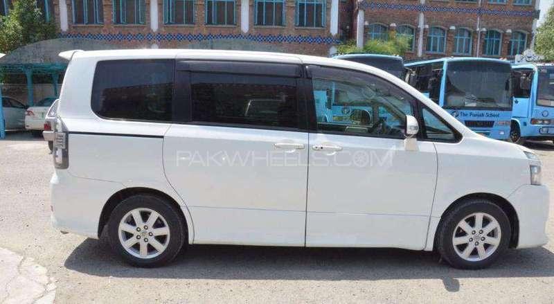 Toyota Voxy 2007 Image-1