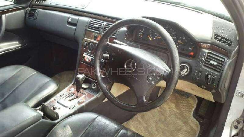 Mercedes Benz E Class E220 CDI 2002 Image-4