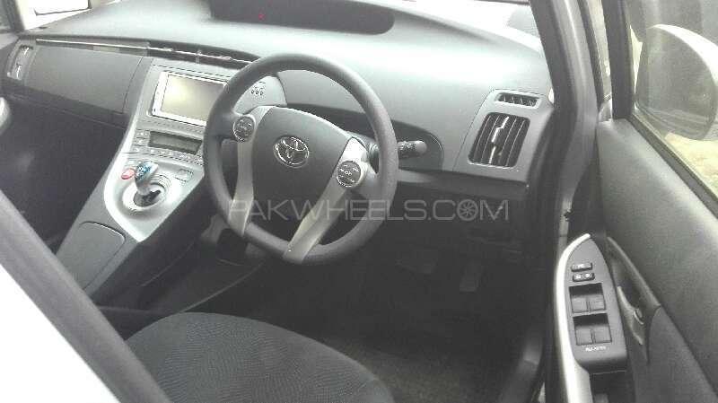 Toyota Prius S 1.8 2012 Image-3
