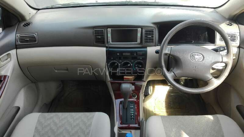 Toyota Corolla SE Saloon Automatic 2005 Image-5