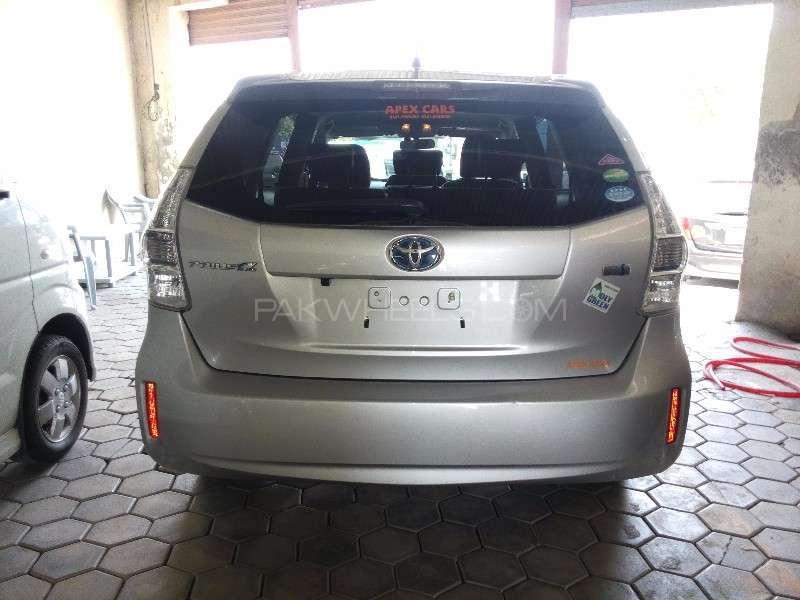 Toyota Prius Alpha G Touring 2012 Image-4