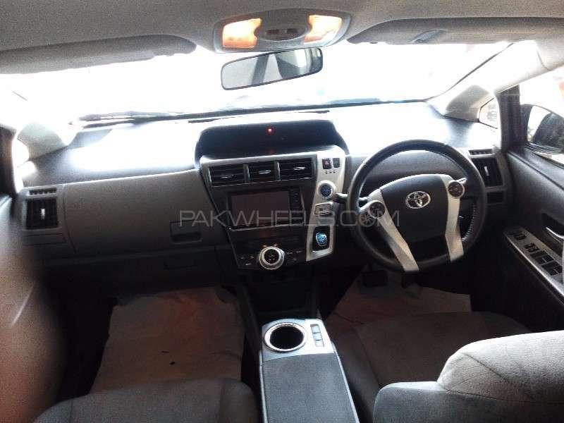 Toyota Prius Alpha G Touring 2012 Image-8
