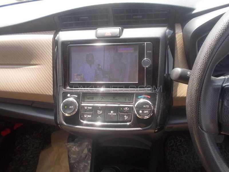 Toyota Corolla Axio Hybrid 1.5 2013 Image-5