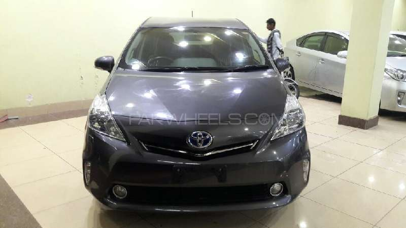 Toyota Prius Alpha G 2012 Image-1