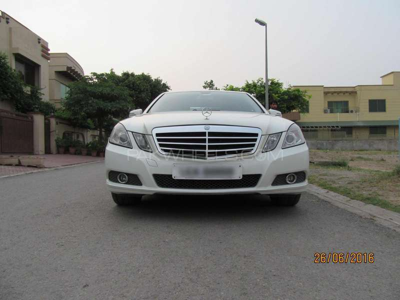 mercedes benz e class e200 2009 for sale in islamabad pakwheels. Black Bedroom Furniture Sets. Home Design Ideas