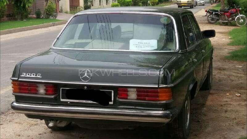 Mercedes Benz 200 D 1975 Image-4