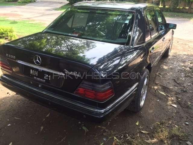 Mercedes Benz E Class E200 1995 Image-2
