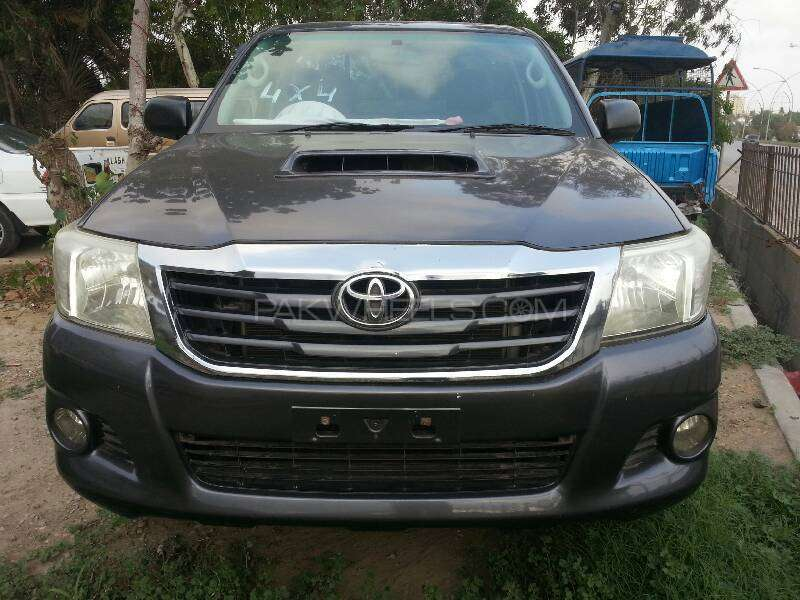 Toyota Hilux 4x4 Single Cab Standard 2011 Image-1