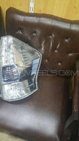 toyota prius alpha right tail lamp Image-1