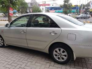 Slide_toyota-camry-2-4-up-specs-automatic-2005-12697977
